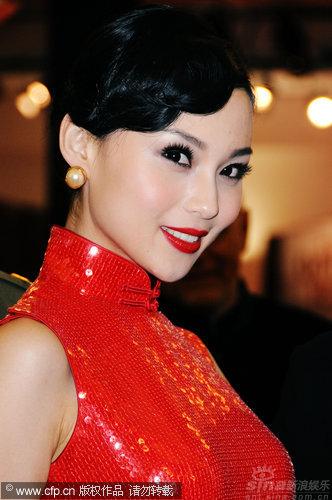 图文:《泪王子》首映红毯-朱璇媚眼如丝