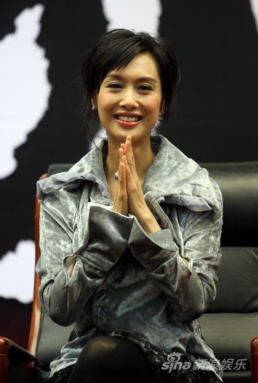 图文:《让爱回家》开机-朱茵鼓掌致敬
