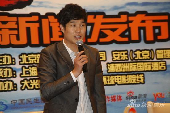图文:《三枪》上海宣传-小沈阳略显羞涩
