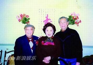 图文:顾也鲁资料图片-八十诞辰与刘琼与秦怡合影