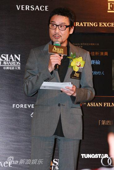 图文:亚洲电影大奖提名公布-梁家辉公布提名