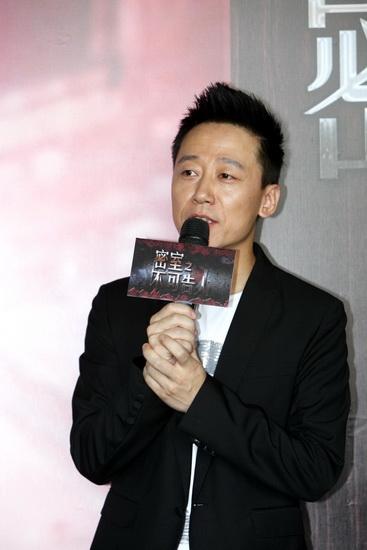 图文:《密室之不可告人》探班--演员胡明