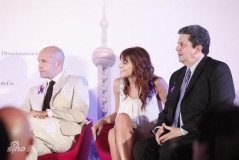 中美合拍电影《双刃》签约布鲁斯南缺席(图)