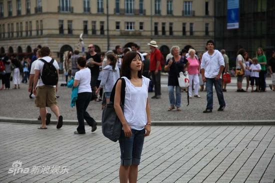 图文:《IPhoneYou》-江一燕街头徘徊