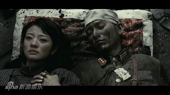 图文:《喋血孤城》公映-安以轩袁文康战地洞房