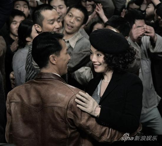 图文:《精武风云》剧照-甄子丹舒淇共舞