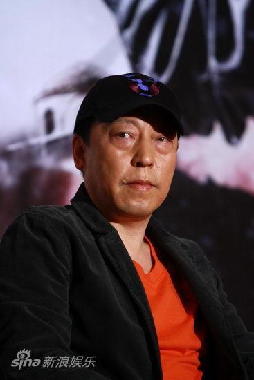 图文:《西风烈》发终极预告-倪大红休闲造型