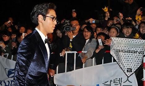图文:大钟奖闭幕红毯-BIGBANG成员TOP