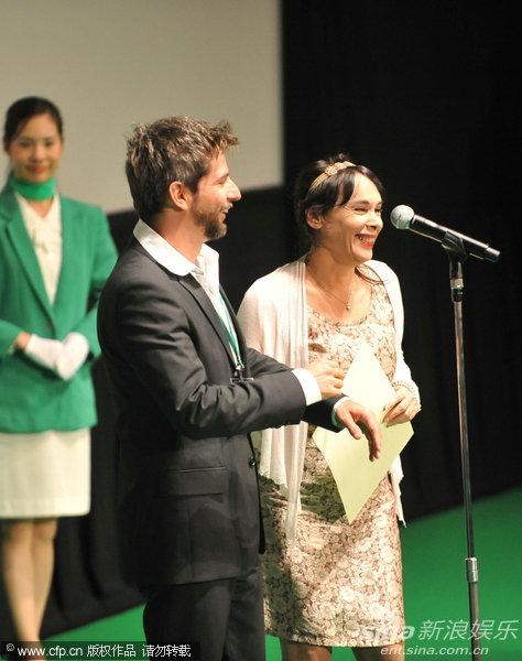 图文:东京电影节颁奖礼-《亲密文法》主创