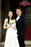 《万有引力》4月公映莫文蔚戴立忍婚纱照曝光