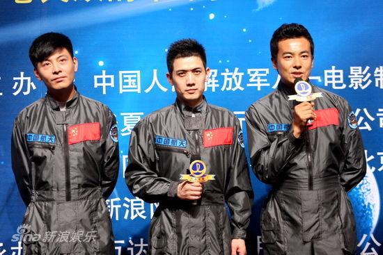 三位青年演员发言