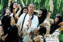 《白蛇传说》剧照李连杰遭狐妖色诱生死一念间