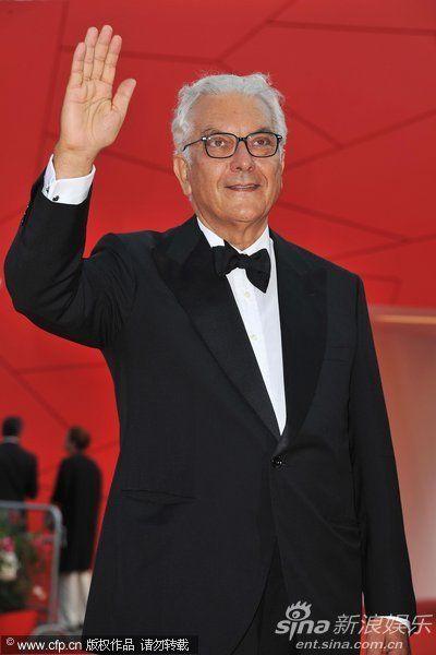 威尼斯双年展主席保罗-巴拉塔亮相