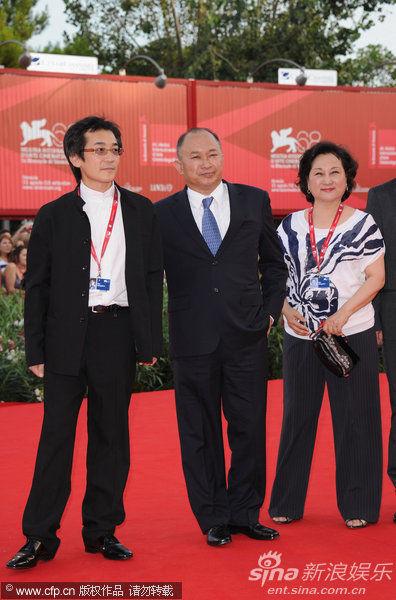 魏德圣(左)和吴宇森夫妇