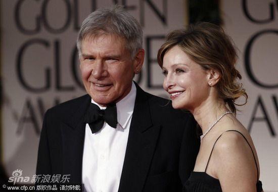图文:第69届金球奖红毯-哈里森-福特与女友