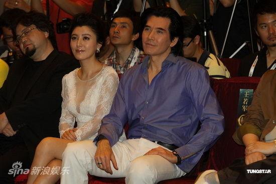 图文:《画皮2》亮相上海-陈廷嘉与费翔