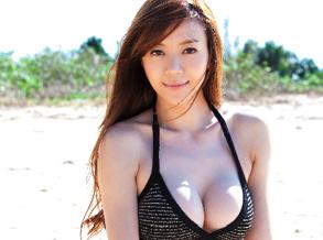 周韦彤沙滩写真