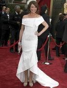 第79届奥斯卡金像奖-卡梅隆着白色简洁礼服