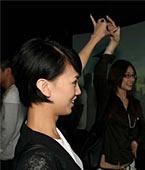 参观展览--大银幕前翩然起舞