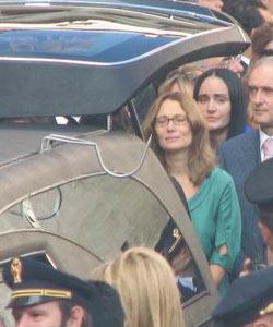 帕瓦罗蒂葬礼现场--大师妻子送灵柩