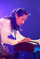 图文:十三月演出季摇滚之夜--老谢古筝SOLO