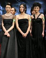 女演员集体黑衣亮相