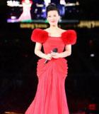 谭晶红色拖地裙