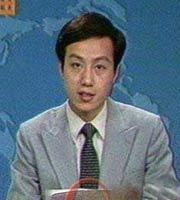 年轻时的罗京主持《新闻联播》