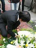 张超峰采摘鲜花