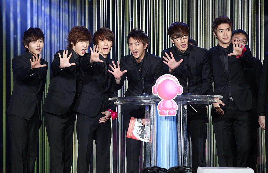 SJ-M与歌迷打招呼