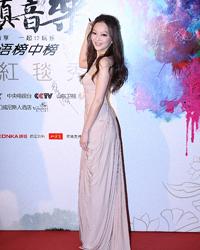 张韶涵香槟色拖地长裙性感高贵