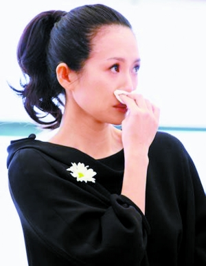 北京晚报:从章子怡捐款门看明星注水的慈善