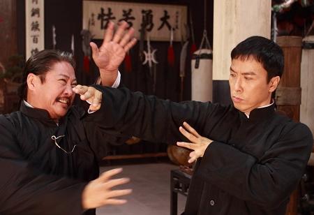 东方早报:《叶问2》穿长衫的义和拳