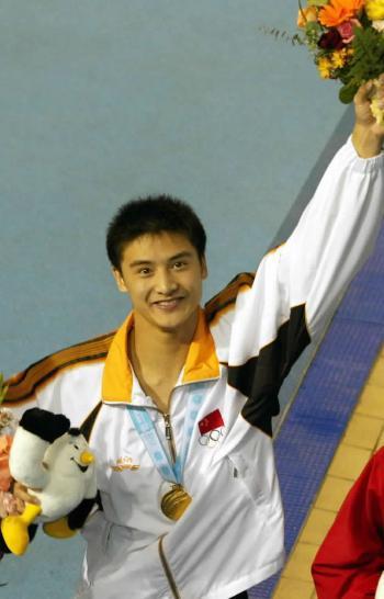 资料图片:田亮获奖瞬间-2002年釜山亚运会冠军