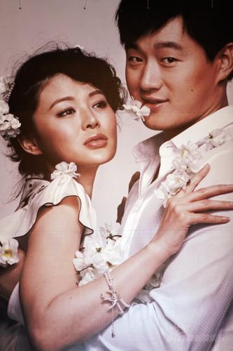 婚礼花絮:婚宴礼堂鲜花为伴佟大为姐姐帮布置