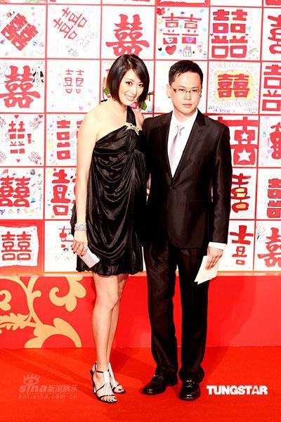 > 正文    新浪娱乐讯 7月26日,台湾前首富,鸿海集团董事长郭台铭与舞