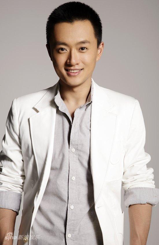资料图片:华谊双年汇艺人名单-吴健