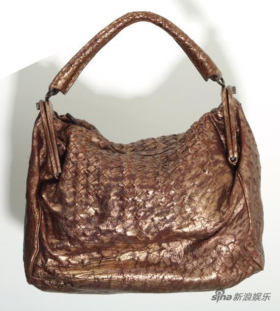 资料:2009芭莎明星慈善夜拍品-驼鸟皮珍品手袋