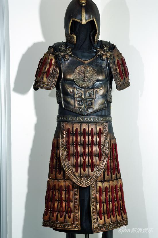 资料:芭莎慈善夜拍品-《神话》私人典藏道具盔甲