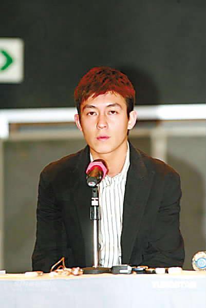 陈冠希一路道歉宣布永远退出香港娱乐圈(附图)(2)