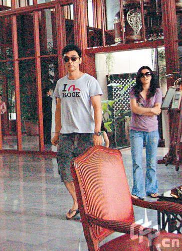 钟镇涛与女友现身曼谷动身赴不丹(图)