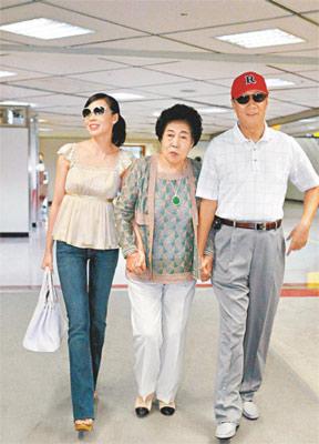 郭台铭携娇妻曾馨莹搭私人飞机抵京看奥运(图)