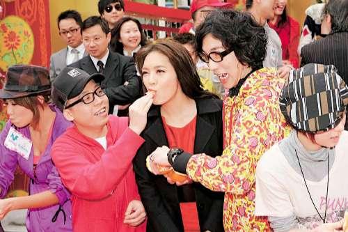 官恩娜赞成惩罚咸猪手回应吴卓羲涉嫌事件(图)