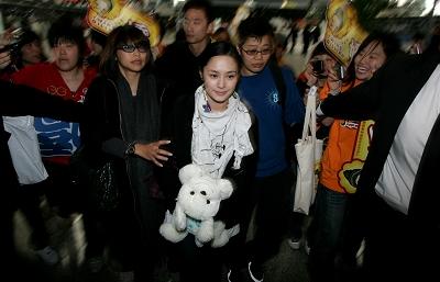 阿娇上海行吸金80万雇米勒保镖为陈父加油(图)
