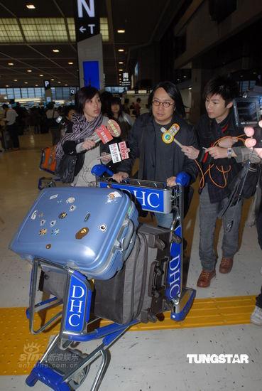 卫诗返港已抵达家中楼下大批记者云集(图)