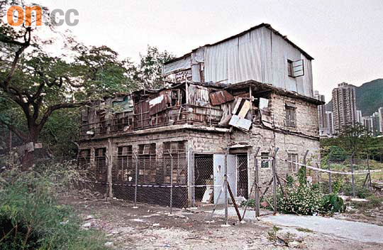 大磡村三宝包括前皇家空军飞机库,机枪库及乔宏故居石寓,在新一轮