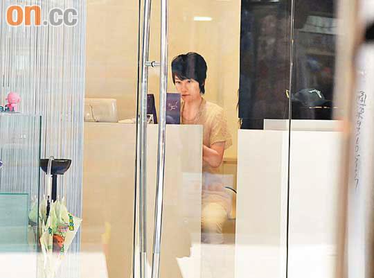 陈文媛30岁与男友同庆 生日前夕仍坐镇美甲店图片