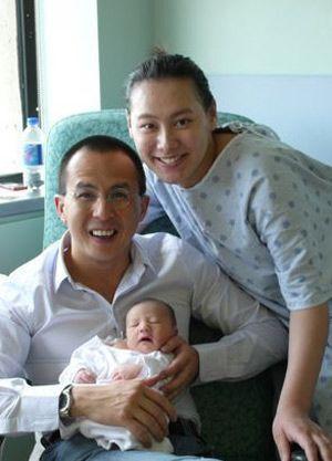 梁洛施李泽楷和儿子李长治(资料图片)