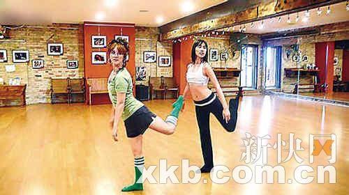 梁洛施(右)曾为电影苦练舞蹈