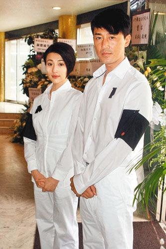 祖母离世林峰穿白色孝服送别 赞老人可爱亲切